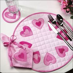 Make a lovely place setting for Valentine's Day with this free sewing pattern. You can hand-dye your fabric or find various shades of pink f. Sewing Patterns Free, Free Sewing, Quilt Patterns, Small Quilts, Mini Quilts, Patch Quilt, Applique Quilts, Quilting Projects, Sewing Projects