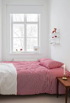 Red and white striped bed linen Decor, Interior, Decor Inspiration, Home Decor, Bedroom Inspirations, Home Deco, Color Combinations Home, Interior Design, Bedroom Styles