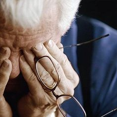 Not being able to recognize loved ones is a known effect of Alzheimer's, but other signs of dementia are less obvious. Learn more about early dementia symptoms. Early Dementia, What Is Dementia, Stages Of Dementia, Dementia Symptoms, Dementia Care, Alzheimer's And Dementia, Dementia Signs, Alzheimers Awareness, Aged Care