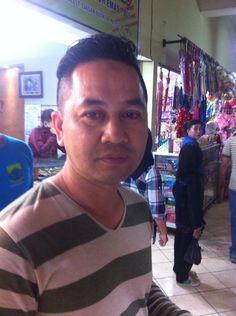 """Pak Jokowi itu antara ucapan dan tindakan terbukti nyata. Keluarga sy  1000% dukung"", kt Hadi pedagang Pasar Cipanas."