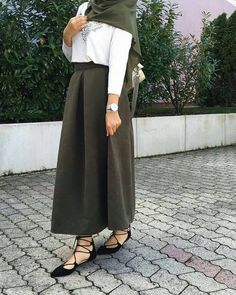 33 Trendy ideas skirt outfits hijab muslim skirt 754775218780757567 Source by Outfits hijab Islamic Fashion, Muslim Fashion, Modest Fashion, Hijab Fashion, Fashion Outfits, Casual Outfits, Fashion Wear, Trendy Fashion, Fashion Trends