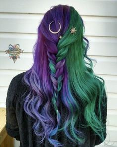 Purple hair styles, purple and green hair, green hair ombre, green wig, Purple And Green Hair, Ombre Green, Purple Streaks, Green Hair Dye, Green Wig, Green Hair Girl, Blue Green, Half And Half Hair, Half Colored Hair
