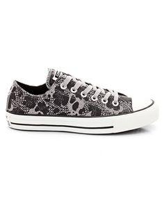 Sneakers Ctas Animal Ox med ovandel i kalvskinn och snörning. Foder och innersula i textil. Yttersula i gummi.