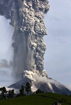 Sumatran volcano erupted last week in Central Indonesia...!!! hooting debris 4 miles into the air...!!