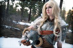 Female Dovakhiin(inBanded Iron Armor and Iron Helmet)from The Elder Scrolls V: Skyrim  Cosplayer:Manzinat0r a.k.a. nihilistique (Tumblr | Facebook | deviantArt)Photographer:Max Song