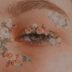 New Eye Makeup Drawing Maquillaje Ideas Aesthetic Eyes, Peach Aesthetic, Angel Aesthetic, Aesthetic Images, Flower Aesthetic, Aesthetic Makeup, Aesthetic Vintage, Aesthetic Photo, Aesthetic Art