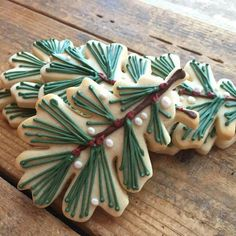 I love these cookies! Natural looking Spruce tree Christmas cookies. Iced Cookies, Cookies Et Biscuits, Holiday Cookies, Holiday Treats, Holiday Recipes, Snowflake Cookies, Easy Snowflake, Christmas Tree Cookies, Christmas Cookie Cutters