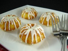 I just got this new cute mini bundt pan in the mail the other day and I immediately had to try it out! Since I needed a fast recipe, I de...