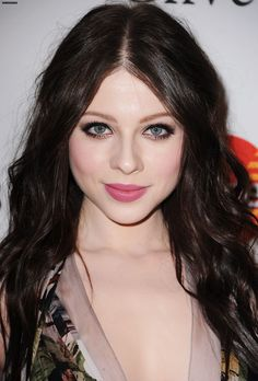 Michelle Trachtenberg Gold Eyeshadow/Pink Lips #MichelleTrachtenberg