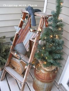 24 Rustic Farmhouse Milk Can Decor Ideas for a Touch of Country Charm Christmas Porch, Primitive Christmas, Outdoor Christmas, Country Christmas, Christmas Lights, All Things Christmas, Christmas Crafts, Primitive Crafts, Christmas Christmas