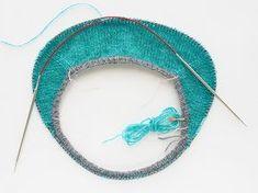 Описание анатомического реглана - petson — LiveJournalKnitting Galore: Cute Roll Brim Baby Beret I gomitoli di CamillaHäkeldeckchen - Häkeln, Lace Knitting, Knitting Stitches, Knitting Needles, Knit Crochet, Knit World, Knitting Patterns, Crochet Patterns, Knitted Bags, Baby Sweaters