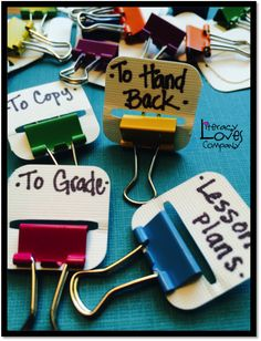 DIY: Binder Clip Tabs Save money with this classroom DIY tip: Make your own binder clips! An easy and cheap way to stay organized!Save money with this classroom DIY tip: Make your own binder clips! An easy and cheap way to stay organized! Classroom Hacks, High School Classroom, Classroom Organisation, Classroom Supplies, Teacher Organization, Teacher Tools, Teacher Hacks, Future Classroom, Classroom Management