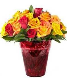Allegro, arreglo de 50 rosas de diferentes colores elaborado en base de vidrio.