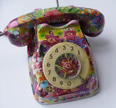 tutorial telephone decoupage - crafts ideas - crafts for kids Crafts For Kids, Arts And Crafts, Paper Crafts, Diy Crafts, Rustic Crafts, Vintage Phones, Vintage Telephone, Decoupage Furniture, Repurposed Furniture