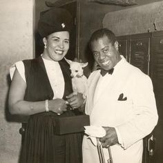 Louis Armstrong gets to meet one of his biggest early supporters and fellow jazz legend, Billie Holiday. Billie Holiday, Louis Armstrong, Jazz Artists, Jazz Musicians, Lady Sings The Blues, Vintage Black Glamour, Gone Girl, Jazz Blues, My People