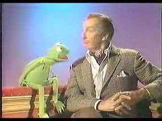 La Rana Gustavo, directa a la yugular de Vincent Price. El vídeo (de un calidad de 240p, entre espantosa y abisal) pertenece al capítulo 19 de la primera temporada de 'The Muppet Show' (octubre de 1976).