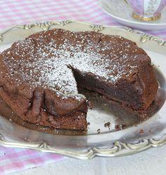 chokladtårta med 2 ingredienser Chiffon Cake, Lchf, Nom Nom, Gluten Free, Pudding, Ice Cream, Eat, Desserts, Angel