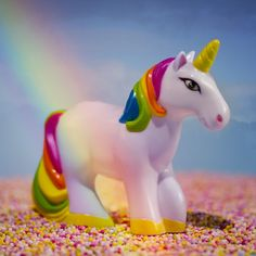 This gin liqueur contains real Unicorn tears. Created by Firebox in a secret location, using our free range Unicorn herd and closely-guarded extraction process Cool Stuff, Random Stuff, Unicorn Sprinkles, Hedgehog Pet, Decoration Originale, Taste The Rainbow, Kawaii, Unicorn Gifts, Magical Unicorn