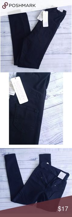 Denim Co. Maternity Skinny jeans Over the bump panel Cotton, polyester and elastane Size 4 shown, multiple sizes listed I am told they run a little small, so I suggest sizing up if you've never worn the brand Primark Jeans Skinny