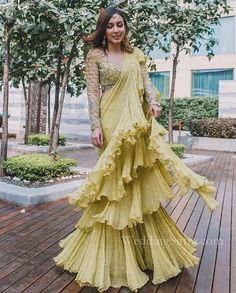Indian Bridesmaid Dresses, Bridesmaid Outfit, Indian Fashion Dresses, Indian Outfits, Ethnic Outfits, Mehendi Outfits, Indian Gowns, Indian Sarees, Pakistani