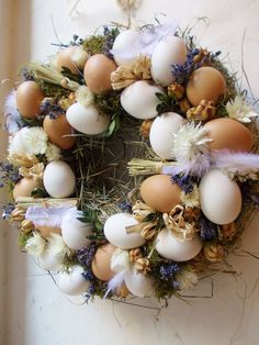 Bambilion vajec a troška levandule ... :-) Egg Crafts, Easter Crafts, Diy And Crafts, Egg Decorating, Easter Wreaths, Ornament Wreath, Country Decor, Easter Eggs, Fall Decor