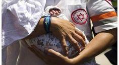 """Con la excusa de ayudar a los supervivientes del terremoto de Nepal, el régimen sionista ha llevado a cabo en la última semana el tráfico de bebés recién nacidos que fueron concebidos en """"vientres de alquiler""""."""