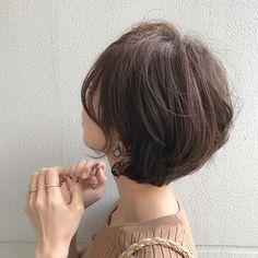 ・ 今日のイヤリングは @mon.tresor14 さんの❁❁ ニュアンスブルーみたいなカラーに 白いお花が詰め込まれていて❁ ぼこぼこべっ甲パーツとの色合わせもかわいいな❁ 2枚目見てね❁ コレクション♡ ・ ・ ・ tops/ @basement_online ring/ @lips.youth.accessory ・ ・ #今日のaccessories #accessory #earring #pierce #shorthair #yachicut Short Hair Cuts, Short Hair Styles, Japanese Hairstyle, Asian Hair, Dream Hair, Long Bob, Pixie Hairstyles, Hair Inspo, New Hair