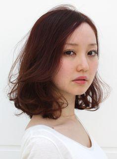 しっとりピンクカラーでミディアム 軽やかワンカール♡ 丸顔さん向きヘア♪ Style