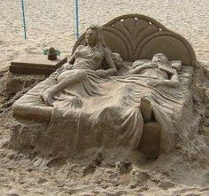 Amazing - wow what sand art!  The blanket looks so real.