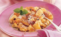 Kokos-Schmarrn mit Ananas   Knorr Fruit Salad, Waffles, French Toast, Breakfast, Ethnic Recipes, Desserts, Food, Pineapple Recipes, Chicken Fillet Recipes