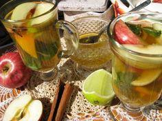 Имбирно-фруктовый чай зеленый или черный чай, кусочек имбиря, несколько гвоздичек, корица, ваниль, мята, апельсин, лайм, яблоко, мед. Можно апельсин заменить кумкватом. всего понемногу положить и залить заваренным горячим чаем