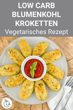 Vegetarian recipe for your diet: low carb cauliflower croquettes with cheese. A delicious dish without meat, which is ideal for losing weight and for a healthy diet. Healthy Dinner Recipes, Diet Recipes, Chicken Recipes, Vegetarian Recipes, Vegetarian Diets, Vegetarian Kabobs, Law Carb, Cauliflower Recipes, Tasty Dishes