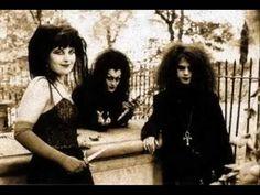 Witching Hour es una banda de Gothic Rock de Londres, Reino Unido que se formó en 1991, con Trevor Barnes en voz y guitarra, Alys Sterling Bass y el D.B en los teclados.