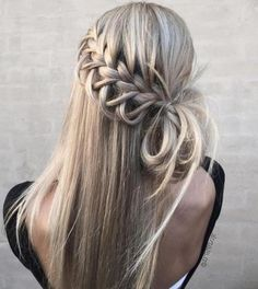 Von romantisch bis rockig: Tolle Flechtfrisuren für lange Haare They are trendy and at the same time are true styling classics: braiding hairstyles for long hair. Shaved Side Hairstyles, Braided Ponytail Hairstyles, Braided Hairstyles For Black Women, Pretty Hairstyles, Prom Hairstyles, Hairstyles Pictures, Braids With Shaved Sides, Roll Hairstyle, Trending Hairstyles
