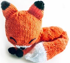 Knit a Cute Sleepy Fox {Pattern} Ravelry: Knit Sleepy Fox Amigurumi pattern by Adorably Kawaii Crochet Amigurumi, Amigurumi Patterns, Doll Patterns, Crochet Toys, Knitting Patterns, Crochet Patterns, Cat Crochet, Cat Amigurumi, Stitch Patterns