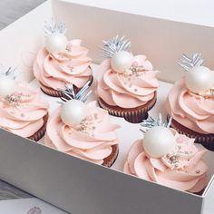 #pink #cakeart #cupcakes