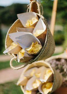 Decoración de buffet. Boda en el campo organizada por Detallerie. Buffet's decoration. Outdoors wedding by Detallerie.