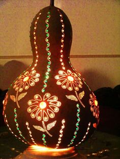 Decorative Gourds, Pyrography Patterns, Gourd Lamp, Painted Gourds, Arts And Crafts, Diy Crafts, Wooden Lamp, Mandala Painting, African Art