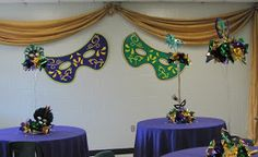 Linking Arch gives teachers a taste of what to expect when they enter the break room for Teacher apreciation.     Large Mardi Gras Mask a...
