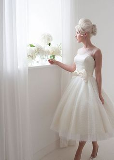 Hey there, loves! Today I'm gonna inspire you with tea length wedding gowns, believe me, this is pure elegance and beauty! With plunging necklines and statement backs...