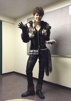 今日は、「MAMORU MIYANO LIVE TOUR 2015-16 ~GENERATING!~」の、マモちゃんの衣装写真をお届けしたいと思います☆オープニングムービーの中では、真っ白い、何も無い空間に、まだ、何にもなっていない宮野真守