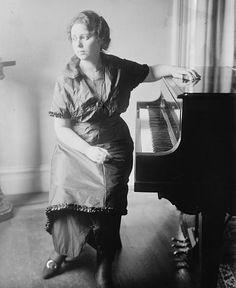 Elisabeth Schumann - Elisabeth Schumann - Wikipedia, the free encyclopedia Opera, Music Instruments, Lady, Royals, Free, Opera House, Musical Instruments, Royalty
