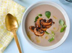 Kremet soppsuppe som er fyldig og kremet, men laget helt uten fløte? Det går fint an! Her er oppskriften på en rask soppsuppe som du vil bli glad i.
