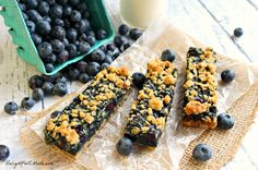 Loaded with juicy, ripe blueberries and topped with a brown sugar-oatmeal crumble these Blueberry Oatmeal Breakfast Bars are a… Homemade Breakfast Bars, Oatmeal Breakfast Bars, How To Make Breakfast, Eat Breakfast, Perfect Breakfast, Blueberry Breakfast, Breakfast Muffins, Breakfast Dishes, Breakfast Ideas