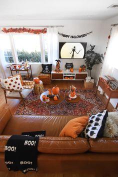 Living Room Halloween Decor, Fall Bedroom Decor, Halloween Bedroom, Fall Living Room, Fall Home Decor, Autumn Home, Living Room Decor, Living Room Ideas For Fall, Decor Room