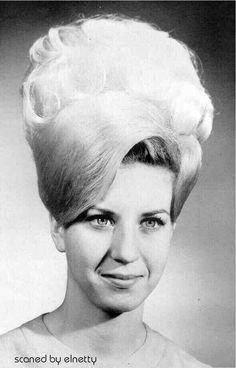 Bildergebnis für retro weißblonde haare frisuren #BouffantHairBeehive
