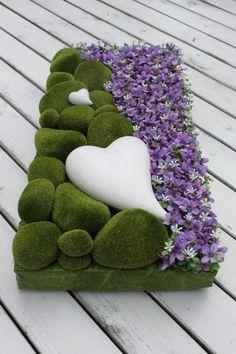 Deco Floral, Arte Floral, Floral Design, Grave Flowers, Funeral Flowers, Funeral Floral Arrangements, Flower Arrangements, Grave Decorations, Sympathy Flowers