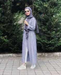 wear stripes with hijab Hijab Casual, Hijab Outfit, Hijab A Enfiler, Modest Fashion Hijab, Modern Hijab Fashion, Street Hijab Fashion, Hijab Stile, Hijab Chic, Abaya Fashion