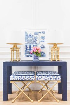 Our brand new Newport Parsons Grasscloth Table (avail in 1500 colors!) for a lovely customer paired with our best selling faux bamboo… Decor, Grasscloth, Home Decor Inspiration, Blue Decor, Classic Home Decor, White Decor, Entryway Decor, Home Decor, Blue White Decor