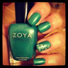 Accent Nail featuring Zoya nail Polish in Zuza and Zoya Wednesday shared via Twitter